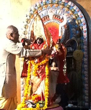 Kali-Bari-priest-vastram