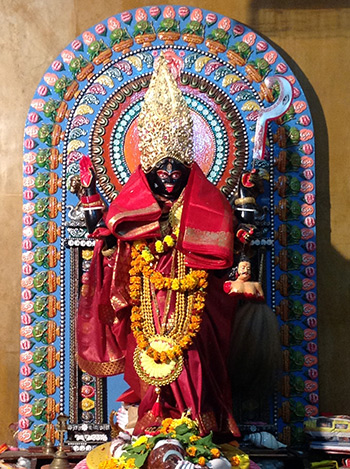 Kali-in-Delhi-with-Shree-Maa's-Shawl