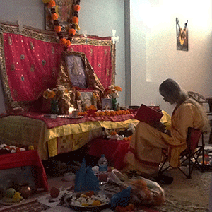 Maa-doing-Puja-in-Rishikesh