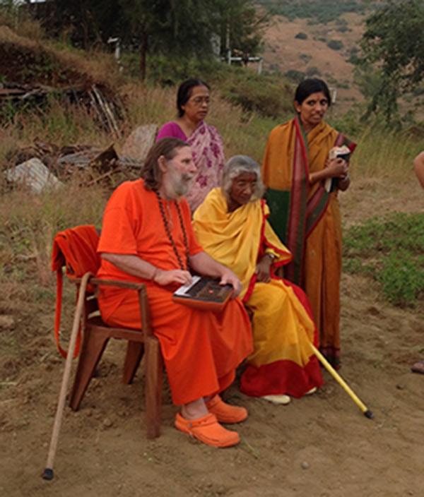 Shree-Maa-and-Swamiji-in-Nashik,600x700