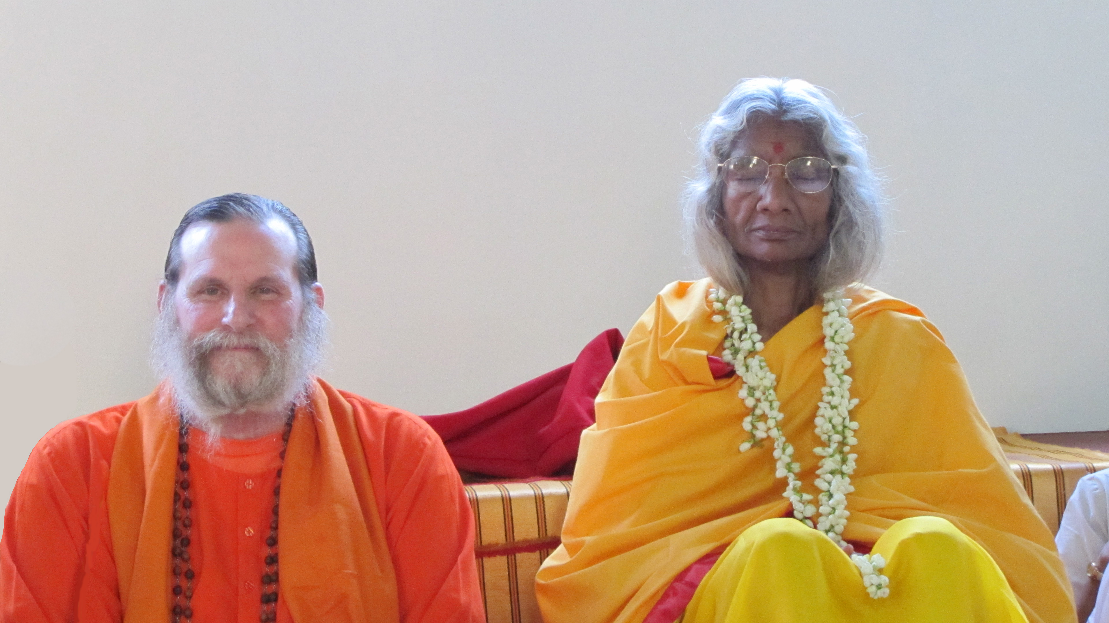 Shree-Maa-and-Swamiji-with-Red-Towel