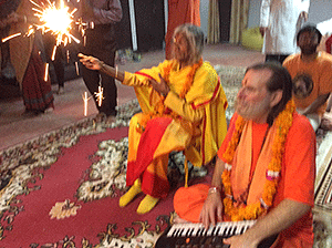 Shree-Maa-with-Sparklers-300
