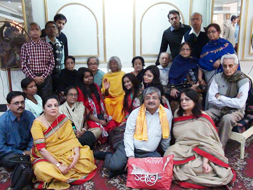 Shree-Maa's-Family-and-Early-Devotees500x375