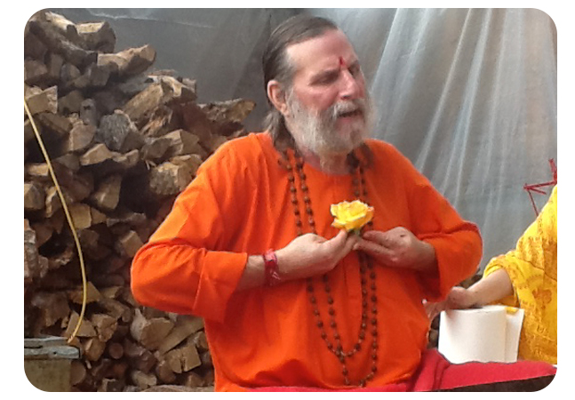 Swamiji-Giving-His-Heart