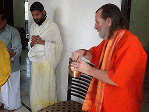 Swamiji-and-Waterpot