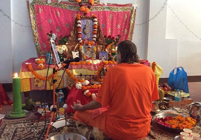 Swamiji-kali-puja-rishikesh