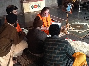 Swamiji-with-Priest-in-Raghunath,-Rishikesh