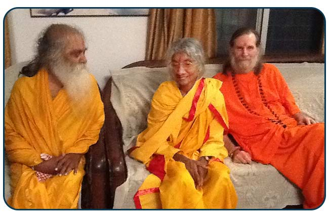 Swamijis-with-Maa
