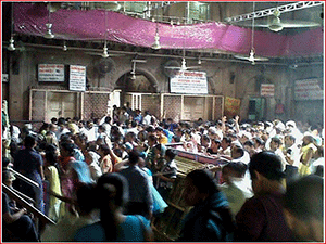 crowds-at-banke-bihari