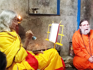 maa-and-swamiji-at-lakeshwar