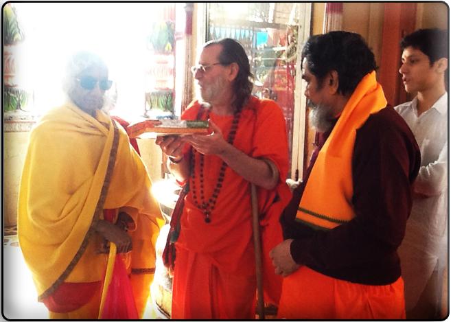 maa-swamiji-Daksha-priest