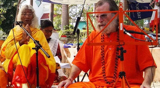 maa-swamiji-worship