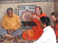 presentationswamiji200x150