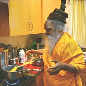 swami-ramkripaluji-cooking-2-300x300