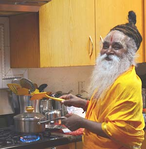 swami-ramkripaluji-happy-cooking-300