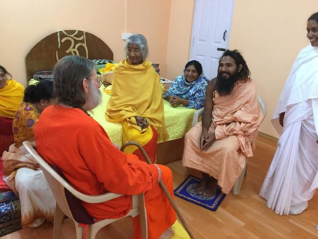 swamiji-meets-with-guru-at-madhavas