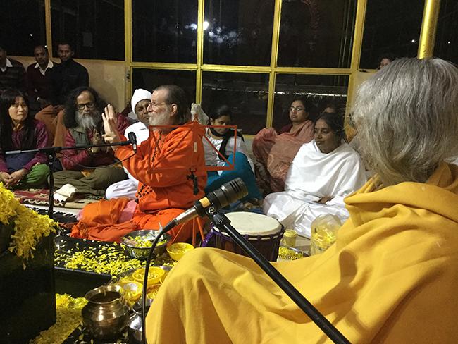 swamiji-teaches-nilgiri